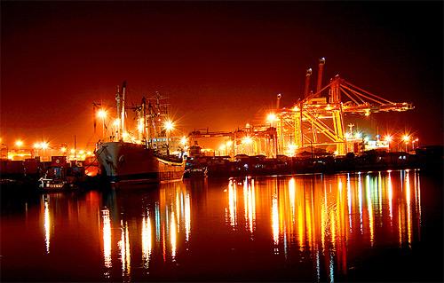 dashing boats night photography