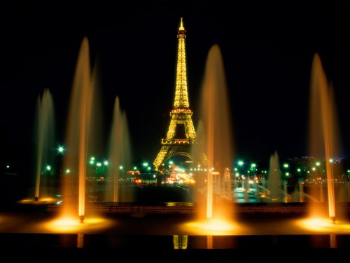 Rarely Pretty Fountain in Paris for Wallpaper
