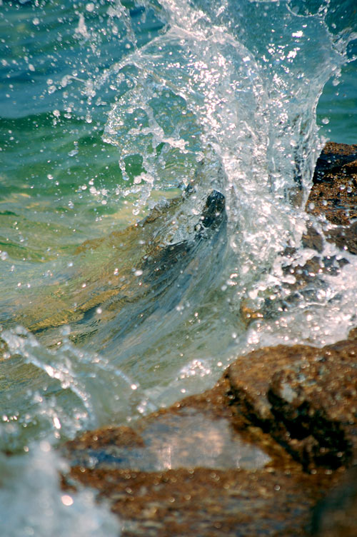 Splashing waves on the Rock