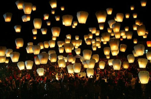 Heartwarming Sky Lantern Photo.