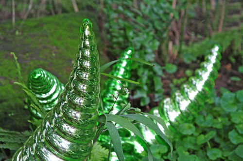 Well-Flaunted Glass Sculpture