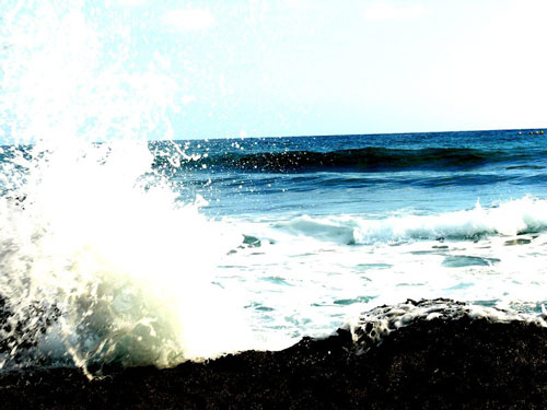 Entertaining waves photo.