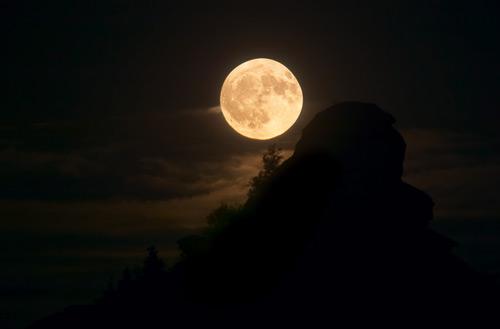 Cool Parthenon Moon