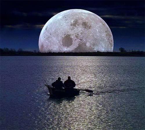 Boat neath sea reflection cool moon wallpaper