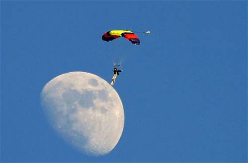 Parachutist cool moon wallpaper