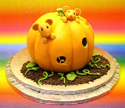 Mouse pumpkin house unusual cake design cool