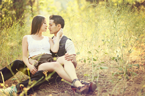Grass ground couple engagement photography