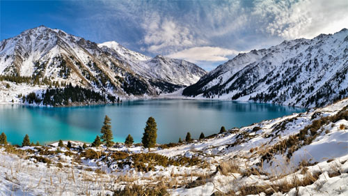 Winter Mountains and Lake_91358 Wallpaper