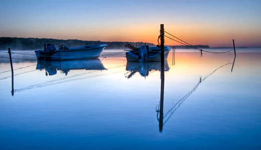 Tied reflection boats free wallpapers hi res high resolution