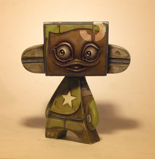 Robot brown madl mad vinyl toy