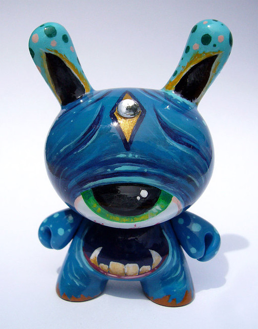 Blue big eyes dunny vinyl toys design