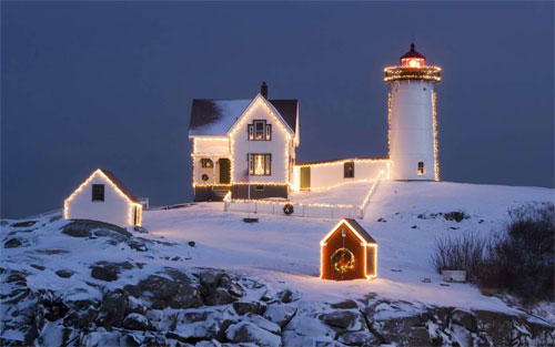 Christmas Lighthouse (Dual) wallpaper