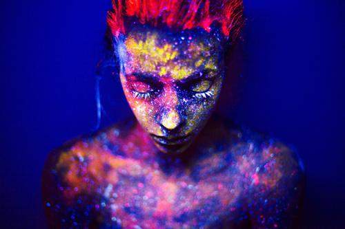 Daria Khoroshavina Black light photography