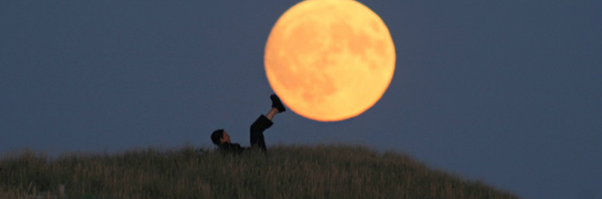 This Photography Shows Us How To Play And Enjoy With The Moon