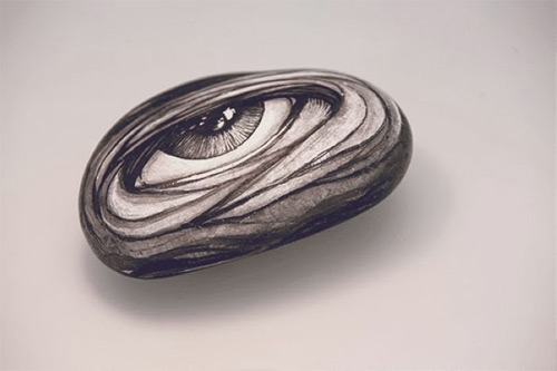 one-eye stone drawing DZO Olivier featured