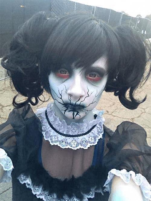 crack lips Halloween makeup