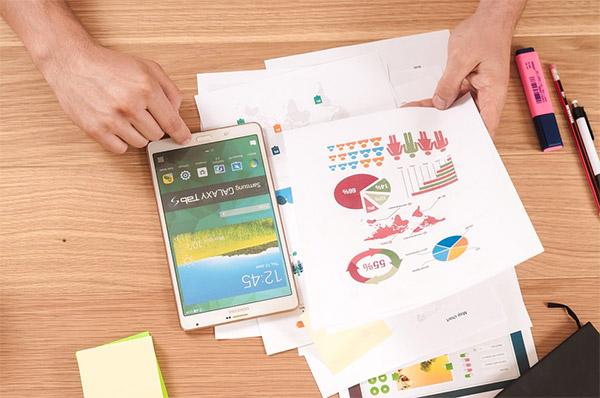 graphic designer selling infographics